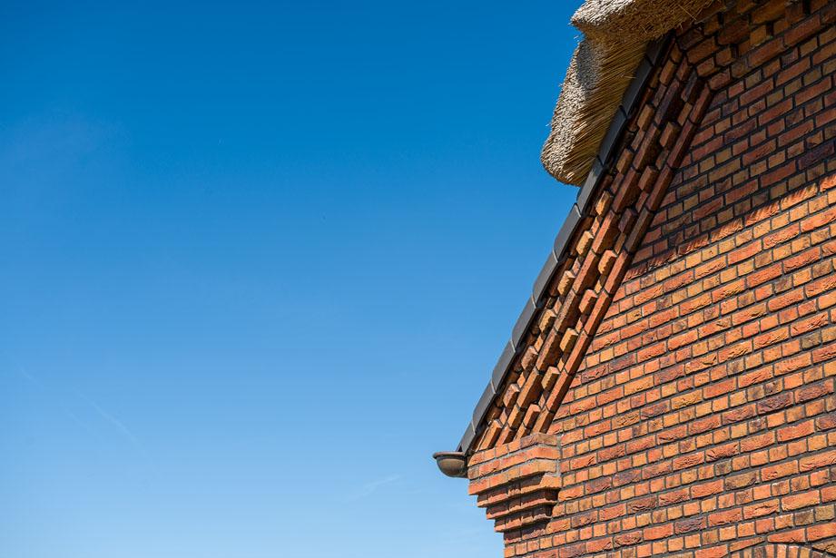 Detail foto van een gerenoveerde woonboerderij in Schaijk op een zonnige dag