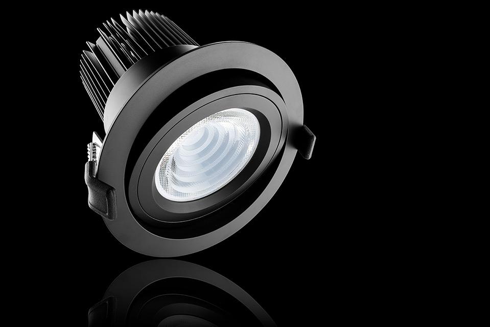 LED spot armatuur inbouw versie, met reflectie en zwarte achtergrond