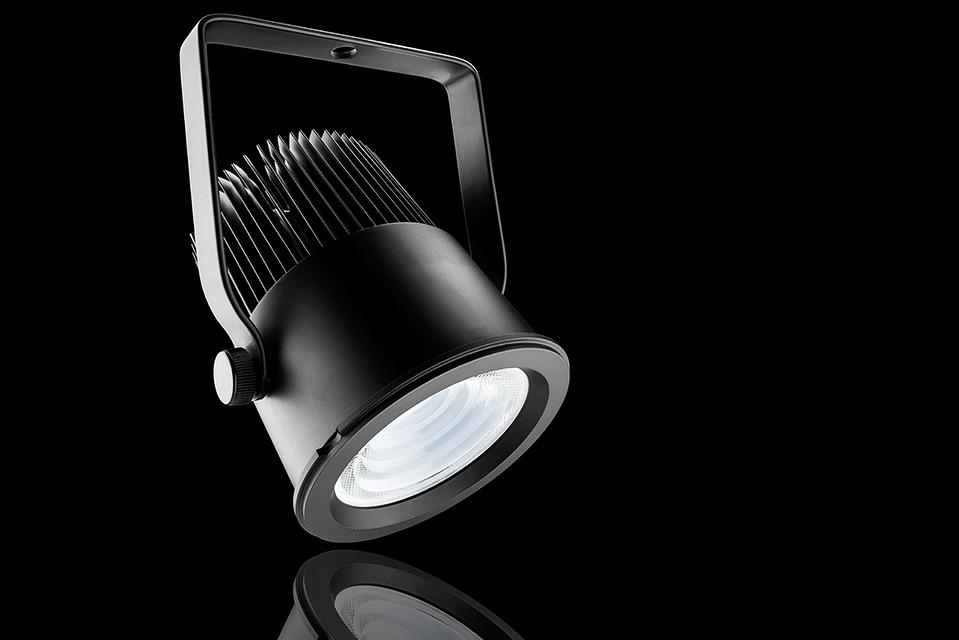 LED spot armatuur opbouw versie met reflectie en zwarte achtergrond