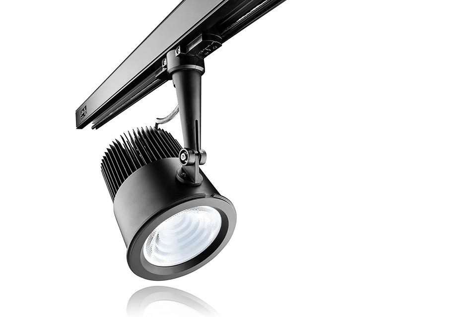 LED spot armatuur track versie (bevestigd aan rails) met reflectie en witte achtergrond