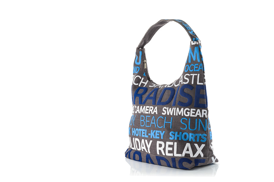packshot van een strandtas