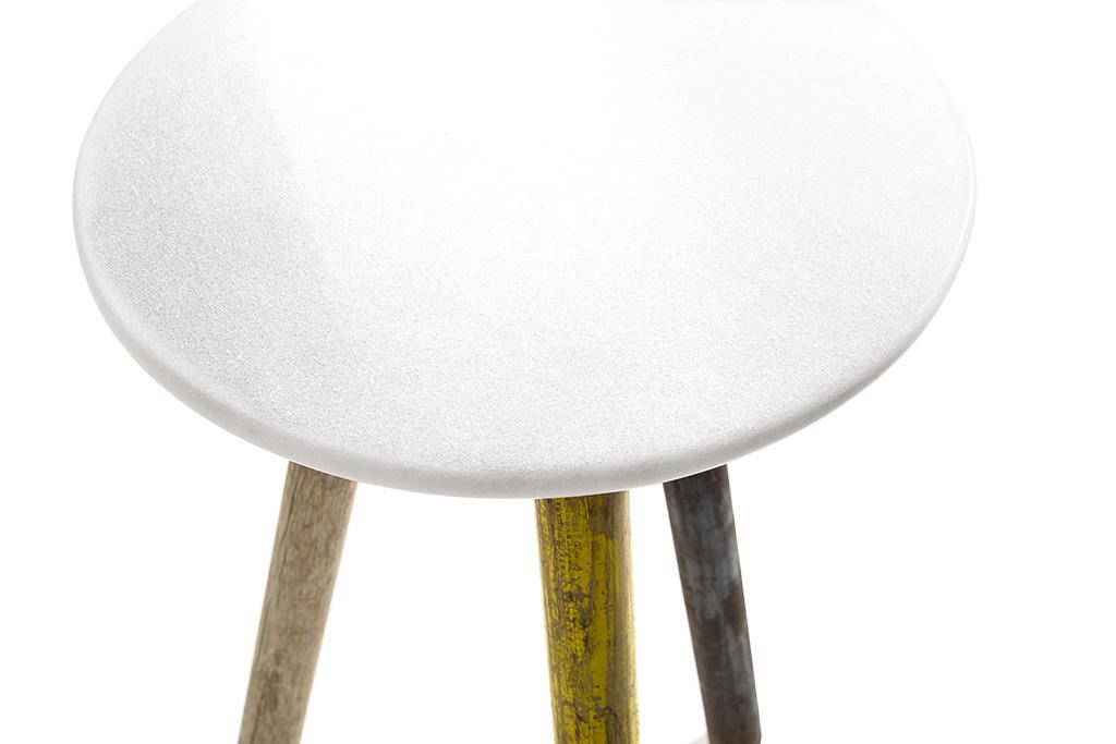 Designer krukjes van marmer en oude bezemstelen
